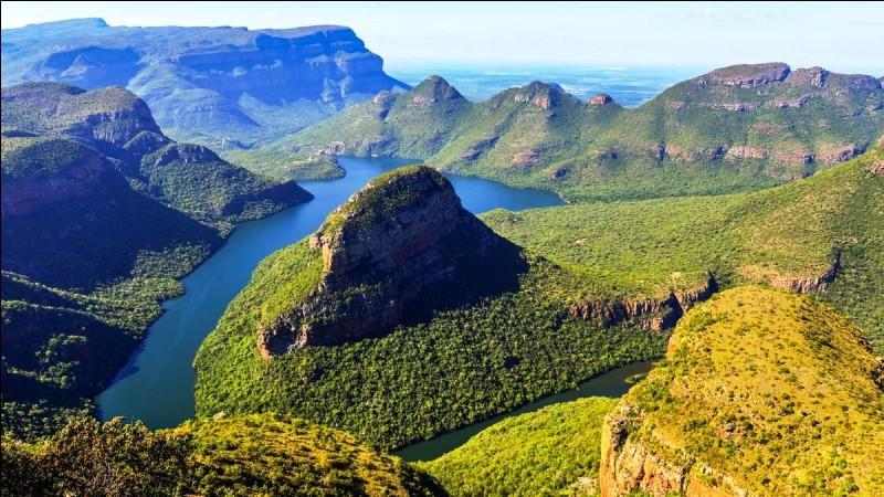 Le Transvaal doit sa notoriété au fait qu'y fut découvert le Cullinan, le plus gros diamant brut jamais trouvé. De quel pays cette immense Région couvre-t-elle tout le nord-est ?