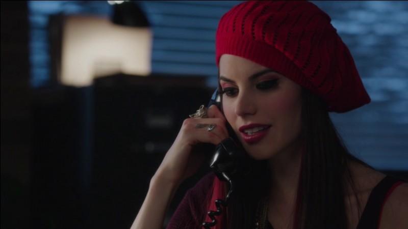 Quelle actrice incarne le rôle de Scarlet ?