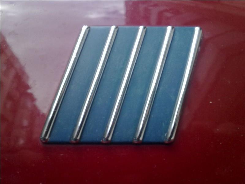 Quelle marque utilisait autrefois ce logo sur ses voitures ?