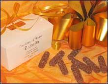Cette spécialité d'Annecy, au coeur de liqueur aux multiples saveurs qui parfume subtilement un chocolat noir.