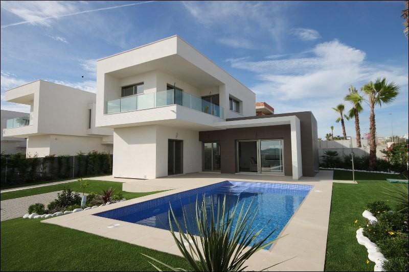 Mon travail consiste à vendre ou à louer des biens d'habitation (studios, villas, maisons, appartements...). Je suis :
