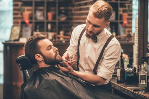 Je dois m'occuper des barbes de mes clients. Je suis :