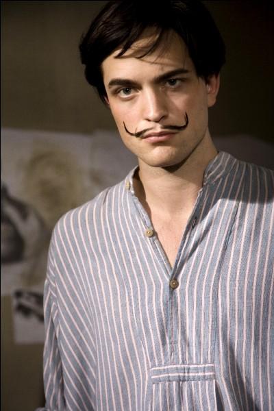 Le jeune acteur Robert Pattinson a interprété un peintre célèbre dans le film Little ashes. Sur l'illustration choisie, il porte déjà un accessoire qui deviendra sa marque de fabrique. Quel est ce peintre ?