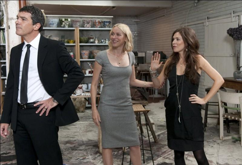 Dans ce film, la femme en noir est peintre, et va séduire le patron de galerie que joue Antonio Banderas, au grand dam de la femme blonde (Naomi Watts) ! Quel est ce film de Woody Allen ?