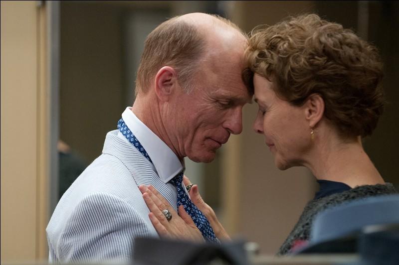 Dans ce très beau petit film, The face of love (Le visage de l'amour), qui est le peintre : Ed Harrris ou Annette Bening ?