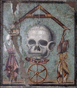 """De quel site antique ne provient pas cette mosaïque représentant une tête de mort, symbole du fameux """"Souviens-toi que tu vas mourir"""" ?"""