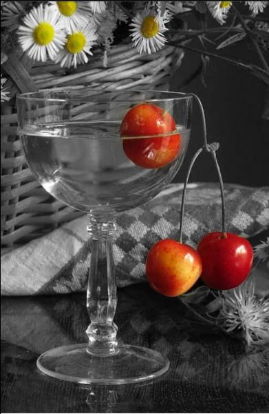 Trouvez l'intrus parmi ces boissons à base de cerises :
