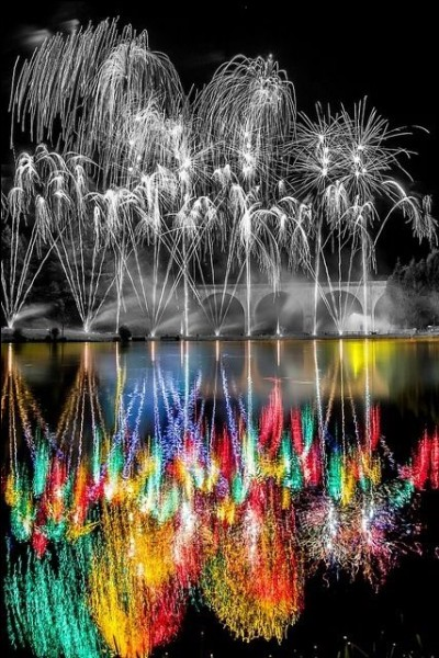 Quelle est cette ville située dans le Gers, qui accueille chaque année un grand festival pyrotechnique ?