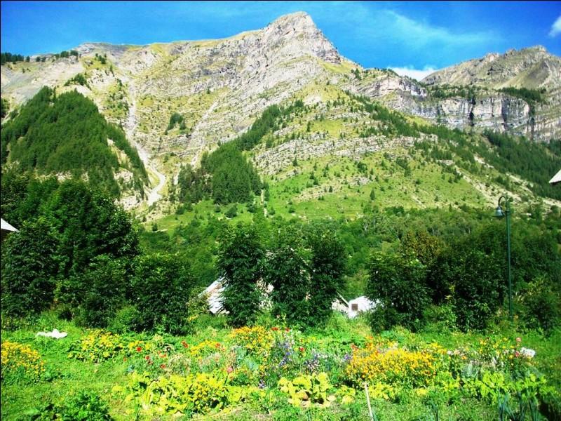 Quelle proposition désigne un parc zoologique situé dans le département des Hautes-Alpes ?