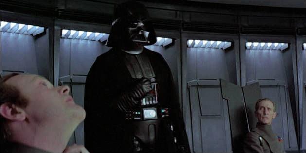 Lors d'une réunion de l'Empire (épisode 4), Dark Vador étrangle un officier grâce à la force, avant que le grand Moff Tarkin intervienne. Comment s'appelle cet officier ?