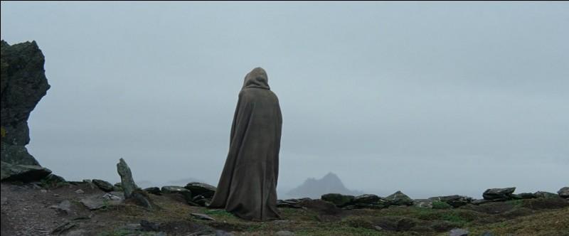 Sur quelle planète Luke Skywalker se trouve-t-il en exil durant l'épisode 7 ?