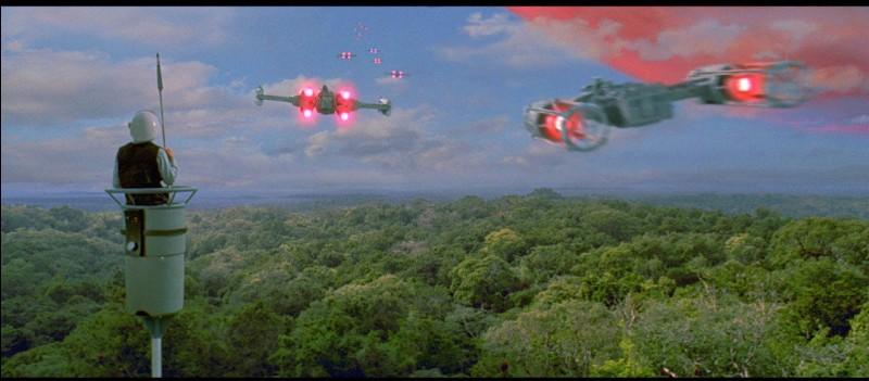 Comment s'appelle le commandant de la base rebelle de Yavin 4 au moment notamment de l'épisode 4 ?