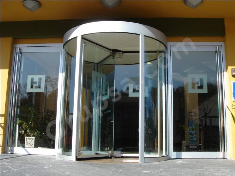 """La porte à tourniquet de certains hôtels s'appelle """"la porte clairon"""" !"""