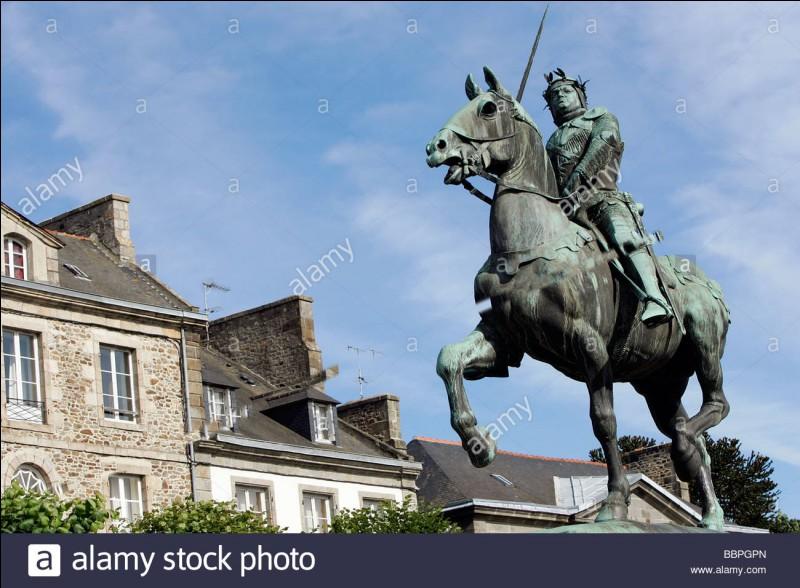 Le célèbre Bertrand Duguesclin, après avoir beaucoup transpiré, est mort d'avoir avalé un verre d'eau glacée !