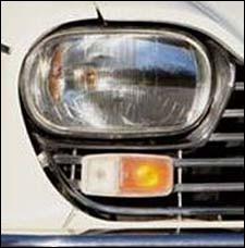 À quelle voiture sont ce phare et ce clignotant ?