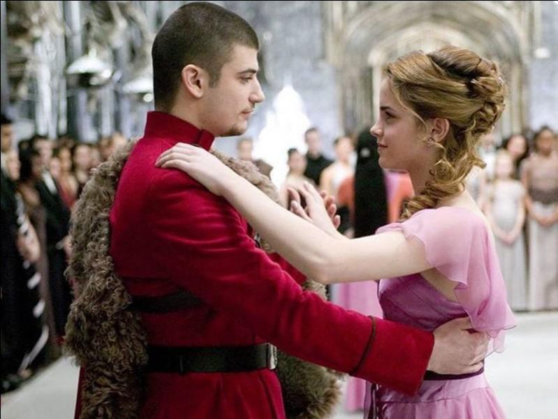 Avec qui Harry Potter danse-t-il au bal ?