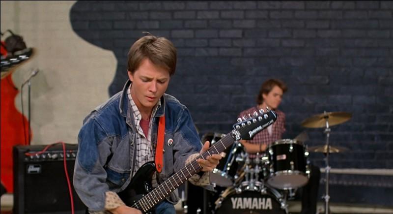Quelle chanson légendaire Marty interprète-t-il lorsqu'il passe une audition à son école ?