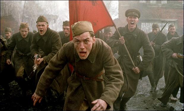 """Quel personnage historique, interprété par Bob Hoskins, apparaît dans """"Stalingrad"""", de Jean-Jacques Annaud ?"""