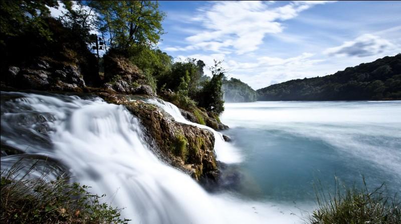 Les chutes du Rhin sont en France, en Suisse ou en Autriche ?
