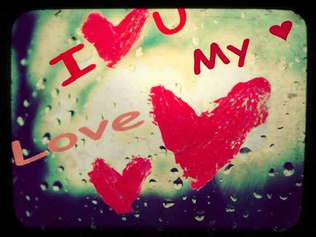 What's a romantic day ! Pour quel événement le rouge est-il une couleur synonyme d'amour ?