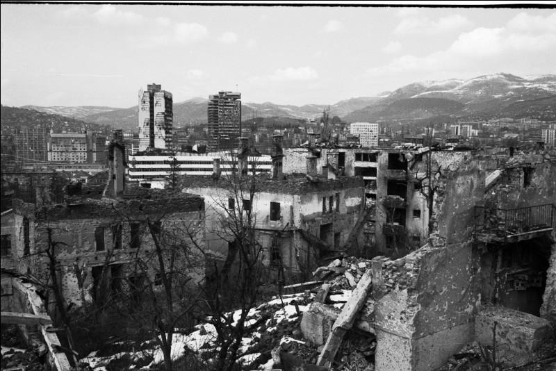 Plus près de nous, le siège de Sarajevo a duré d'avril 1992 à octobre 1995. Qui assiégeait Sarajevo ?