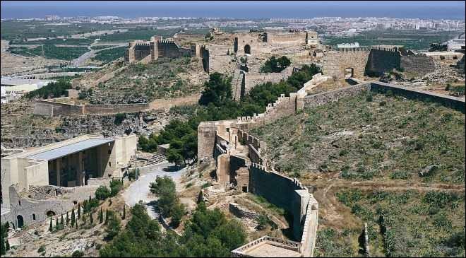Le siège de six mois de cette ville par Hannibal constitue le déclenchement de la seconde guerre punique. Au début de l'année 218 - avant J-C - la ville tombe aux mains des Carthaginois. De quelle ville s'agit-il ?