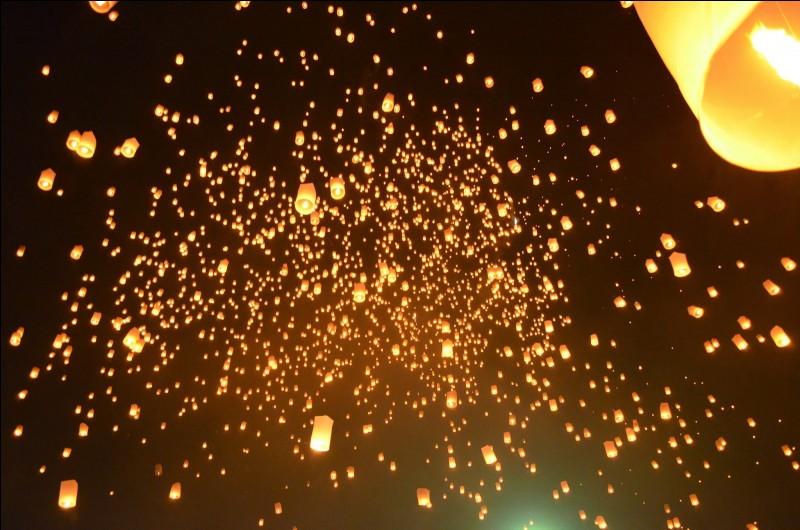 En quel honneur lance-t-on des lanternes ?