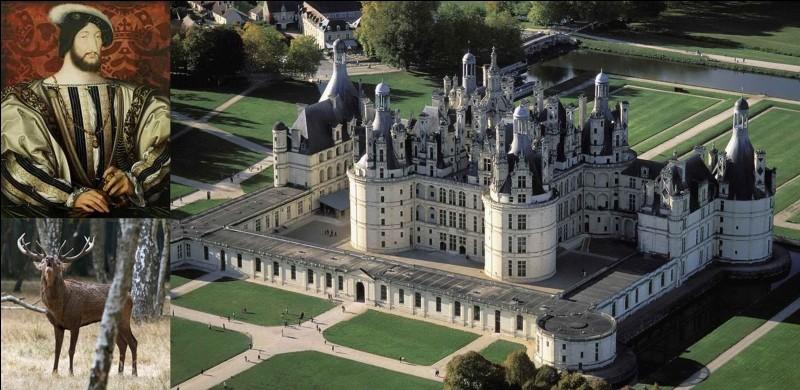 Ce château a été construit au cœur du plus grand parc forestier clos d'Europe. C'est le plus vaste des châteaux de la Loire. Il bénéficie d'un jardin d'agrément et d'un parc de chasse pour la Présidence de la République. C'est « l'homme à la salamandre » qui l'a fait construire.Où sommes-nous ?