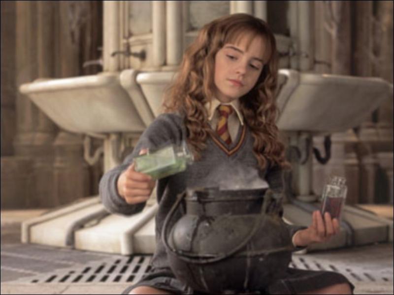 En quoi se transforme Hermione quand elle boit du polynectar ?