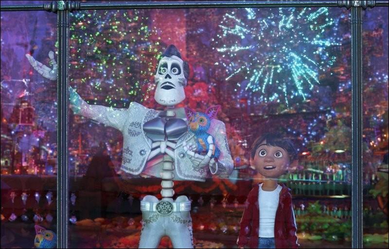 Qui est Ernesto Delacruz pour Miguel à la fin du dessin animé ?