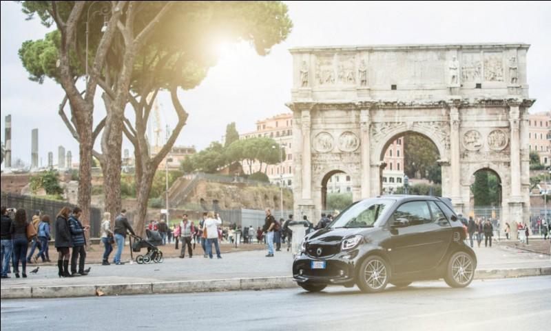 Dans quelle ville du sud de l'Europe se trouve ce bel arc de triomphe qui n'est pas sur les Champs Élysées ?