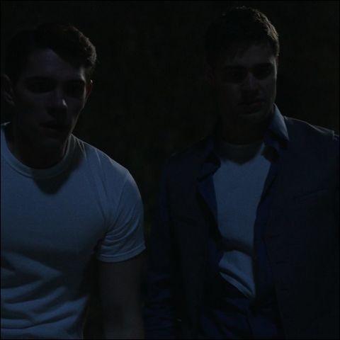 Que trouvent Kevin et Moose en allant à la rivière un soir ?