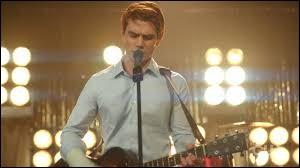 Avec qui Archie doit-il faire un concert, laisser la personne tomber pour quelqu'un d'autre, et au final se retrouver tout seul ?