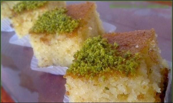 Enfin, les « basboussas » aux pistaches, avec une plaque de beurre fondu ! De quel pays nous viennent-elles ?