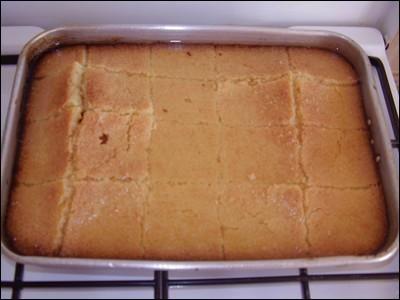 Les gâteaux orientaux sont assez souvent fait d'une pâte et d'un sirop : pour celui-ci, il vous faudra 40 cl d'eau de fleur d'oranger (sirop) ! Mais comment dit-on « la pâte » ?