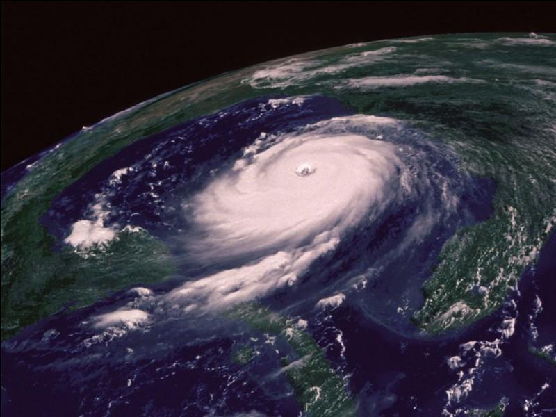 Comment l'ouragan est-il appelé en Asie ?