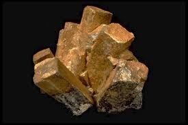 C'est un minéral avec des inclusions de carbone et d'argile.