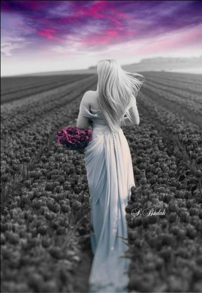 Dans les mythes récents, sous quelle forme apparaît la dame blanche ?
