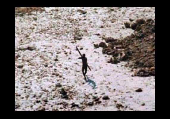 Que sait-on sur les habitants de l'île de North Sentinel dans l'océan Indien ?