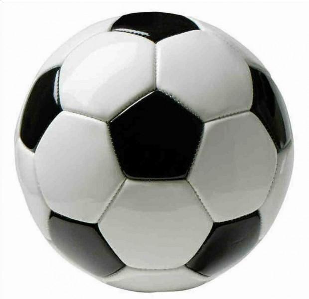 Un seul joueur français jouant dans un club français a obtenu le ballon d'or. De qui s'agit-il ?