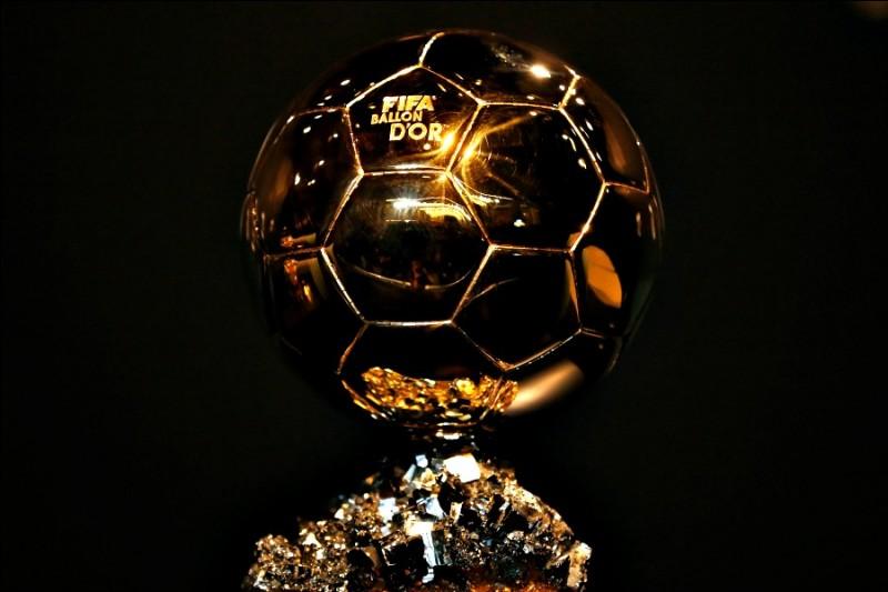 """En 2010, la récompense attribuée au meilleur joueur de football de l'année prend le nom de """"FIFA Ballon d'or"""". Qui en est le premier lauréat ?"""