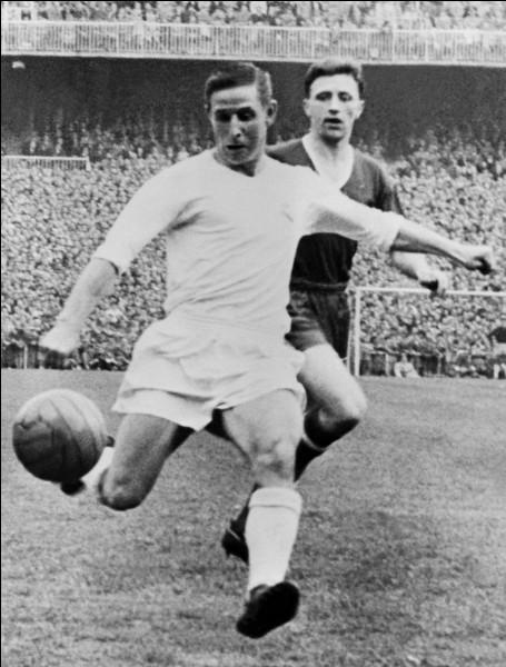 Il est, en 1958, le premier Français à recevoir le ballon d'or. Qui est-ce?