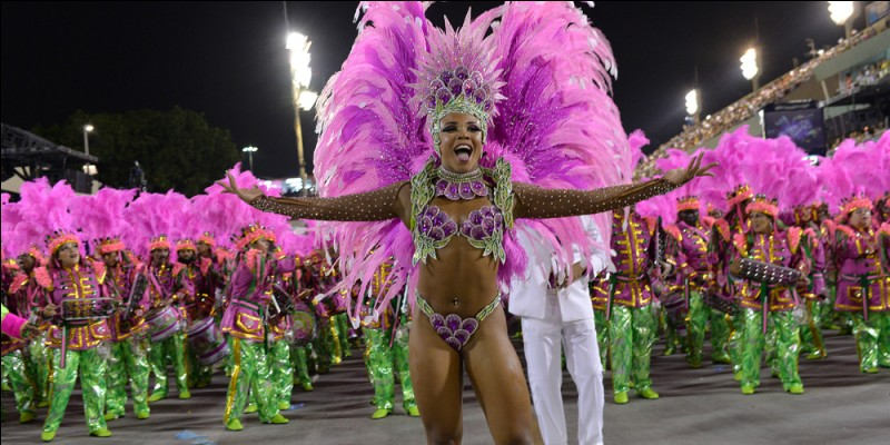 Le célèbre défilé des écoles de samba se déroule dans le Sambodrome au centre de cette ville d'Amérique du Sud. Laquelle ?