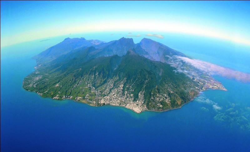 Dans quel océan baigne l'île de La Réunion ?