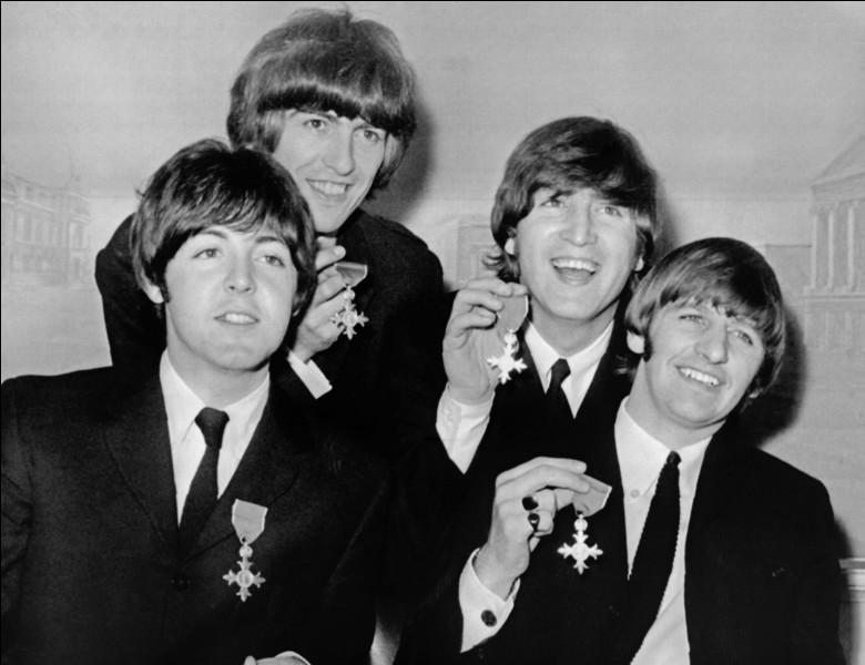 Parmi ces rockeurs, lequel ne faisait pas partie des 'Beatles' ?