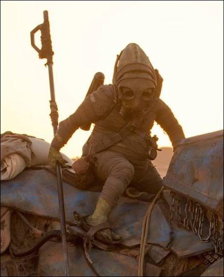 Quelle créature tente de kidnapper BB-8 ?
