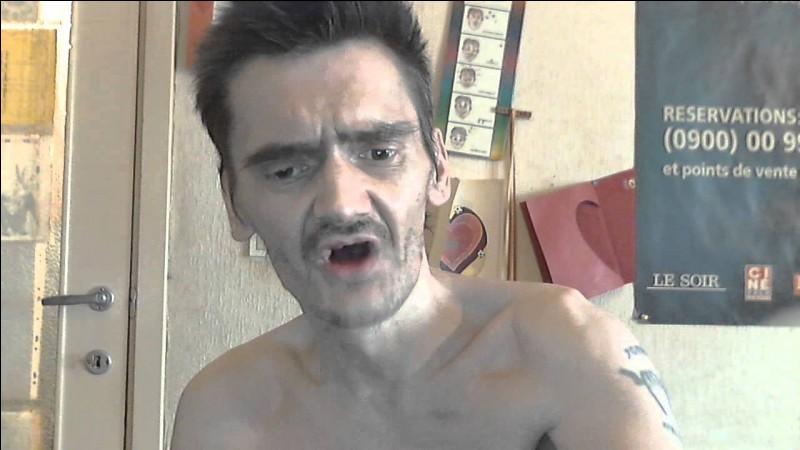 """Qui fait le buzz en 2012 avec sa vidéo """"Mon caca a bouché mon WC"""" ?"""