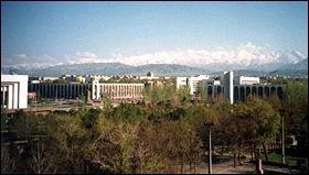 Capitale du Kirghizistan d'environ 1 millions d'habitants anciennement nommée Frounzé en l'honneur d'un dirigeant soviétique.