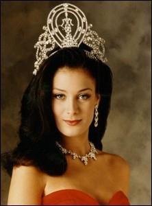Dayanara Torres est la 42ème Miss Univers élue en 1993, quel pays représentait-elle ?