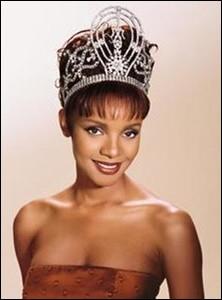 Mpule Kwelagobe est la 48ème Miss Univers élue en 1999, quel pays représentait-elle ?